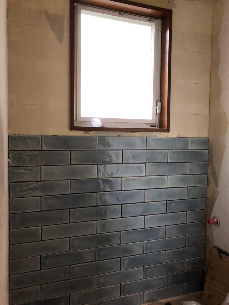 トイレのタイル貼り